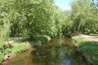 alejki po obu stronach rzeki Rawki